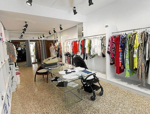 Negocios huérfanos de clientes. Las cafeterías y restaurantes de la zona confinada han visto reducido el negocio a la mitad y el panorama es peor en las tiendas de ropa.
