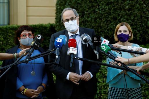 GRAFCAT2246. BARCELOONA, 29/09/2020.- El expresidente de la Generalitat, Quim Tora, junto a la expresidenta del Parlament, Carme Forcadell (d) y la exconsellera Dolors Bassa (i), ambas en prisión en tercer grado.