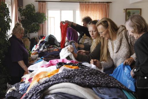 La ropa fue uno de los principales atractivos en este mercado de Pascua.