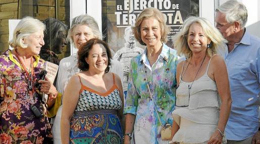 Doña Sofía visitó la exposición 'El ejército de Terracota' acompañada por su hermana Irene de Grecia, su prima Tatiana Radziwill y su marido el doctor Jean Fruchaud, a kis que guió la antropóloga Margarita Barrera.
