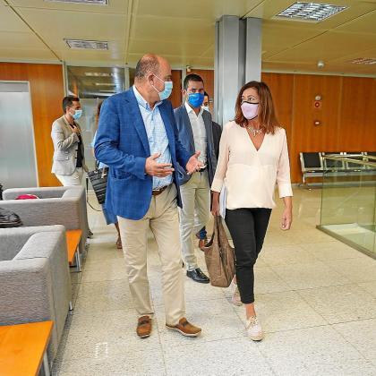 Armengol se reunió ayer por la mañana a primera hora con el alcalde de Vila, Rafa Ruiz.