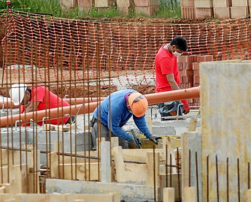 La construcción como motor. Uno de los objetivos del Decreto ley 8/2020 es darle un impulso al sector de la construcción para compensar la escasa actividad turística. El Govern calcula que el decreto supondrá inversiones por valor de 3.500 millones de euros y generará 31.000 puestos de trabajo.