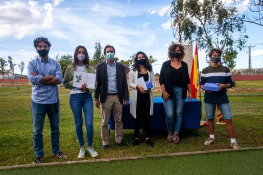 Ricardo Colmenero, Salvador Losa y María Roig con Zoe Velasco y Jana Prat, ganadoras con sus premios, y Erik Palberg, con su accésit.