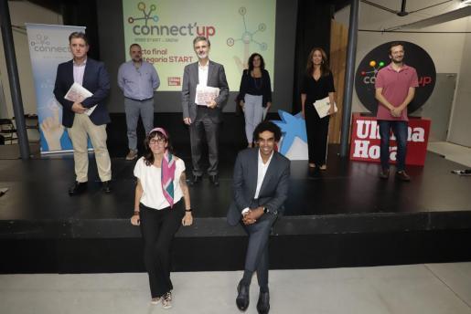 Miembros del jurado: por la izquierda, Jaime García de la Rosa, Jordi Llabrés, Antonio José Obrador, Mariona Luis, Margarita Martínez y Jordi Ber. Sentados, Tona Pou y Marvin Singhateh.