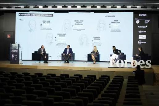 Expertos en economía circular y líderes empresariales debaten sobre cómo fomentar un modelo empresarial alternativo al tradicional en el Forbes Summit Sustainability.