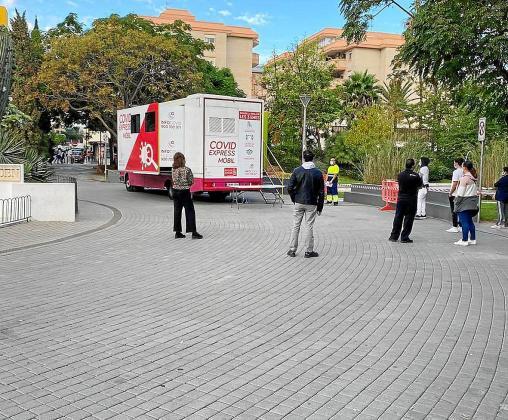 Este segundo cribado masivo que se está haciendo en Ibiza llega mañana a su fin. La caravana de Covid Exprés ha pasado por diferentes puntos de la ciudad, como el Parque de la Paz.