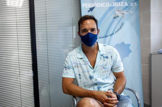 El director de 'La Corriente, Jesús Lloveras, ayer en la sede de Periódico de Ibiza y Formentera.