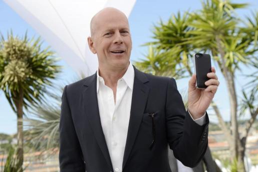 Bruce Willis está estudiando demandar a Apple.
