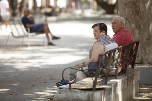 El Gobierno prevé subir las pensiones un 0,9% para el próximo año.