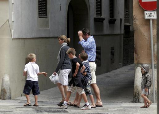 Los duques de Palma con sus hijos, en una foto de archivo.