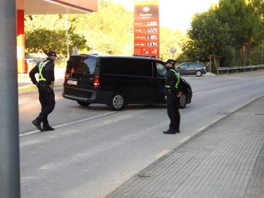 Los cuerpos fueron hallados en el interior de un coche en una gasolinera de Peguera.
