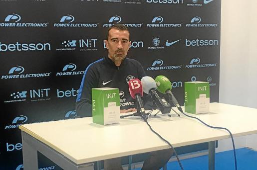 Juan Carlos Carcedo, entrenador de la UD Ibiza, ayer en la sala de prensa del estadio de Can Misses.