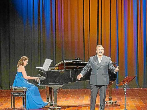 Elvira Ramón y Carlos Tur se vuelven a subir a un escenario juntos tras mucho tiempo.