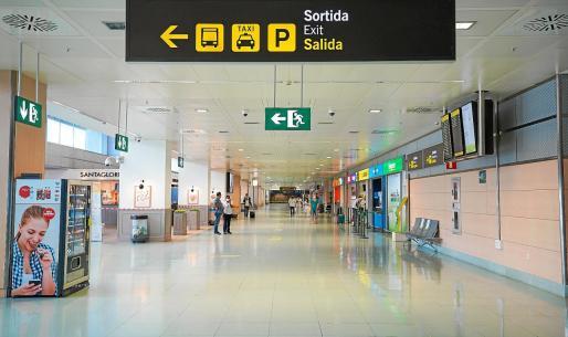 Este mes ya se nota la reducción drástica de vuelos en el aeropuerto de Ibiza.