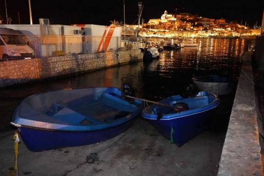 Dos de las cuatro pateras interceptadas ayer en las Pitiusas. A toda Baleares llegaron ayer ocho.