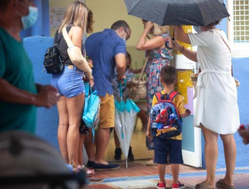 Entrada a un colegio de Ibiza.