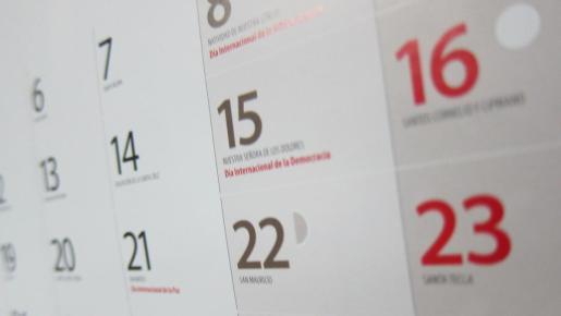 Los días festivos tienen carácter retributivo y no recuperable y no pueden exceder más de 14 días al año.