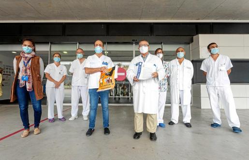 «Salvemos la sanidad» es el lema que mueve a la huelga a los médicos, que se anunció ayer en la entrada de Can Misses por parte del sindicato Simebal.
