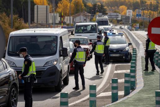 Control de la Policía Nacional en la carretera N-234, en la entrada y salida de Teruel.