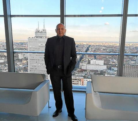 Daniele Luppino, CEO de IGR, en el edificio que alberga la emisora ibicenca en Milán.