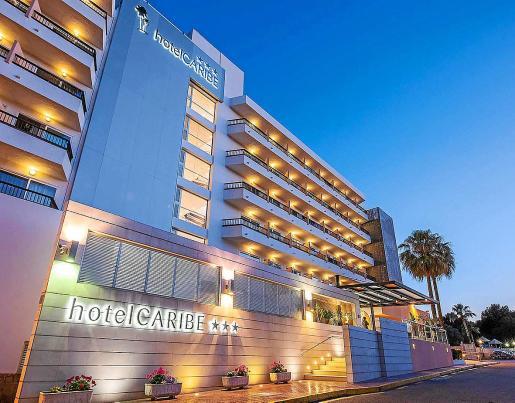 El Hotel Caribe, de Es Canar, es uno de los activos hoteleros de Ibiza que está a la venta en estos momentos. No es la tónica habitual, pero tampoco es excepcional. En este caso, el precio ofertado es de 52,5 millones de euros.