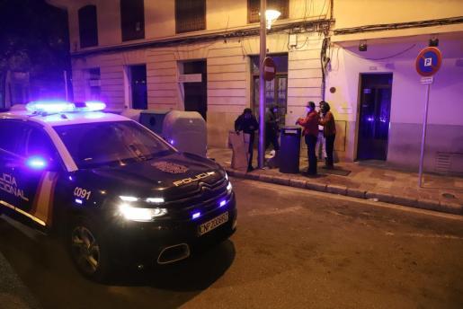 Una patrulla de la Policía Nacional, en Palma, en la primera noche del toque de queda.