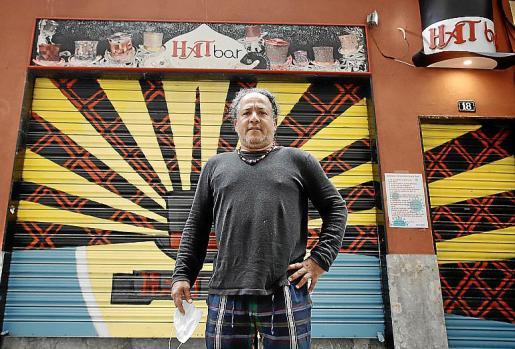 Álex Rodríguez es el propietario del bar Hat.