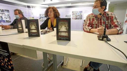 La presentación del nuevo libro tuvo lugar ayer por la noche en Sa Nostra Sala, en la calle Aragón.