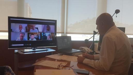 Imagen de archivo de una reunión telemática de los alcaldes de la isla y el Consell.