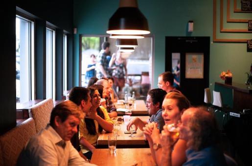 Salut aconseja salir a cenar y las reuniones sociales.