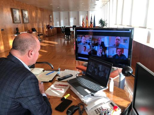 Reunión telemática con alcaldes y agentes sociales.