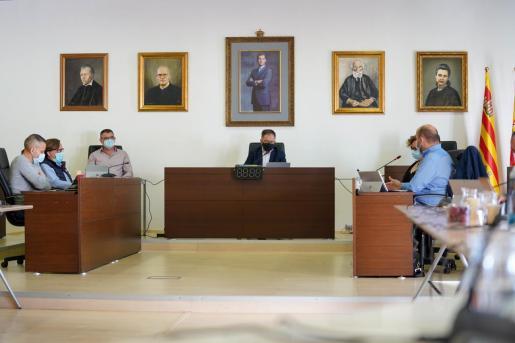 Un momento del pleno del Ayuntamiento de Sant Josep.