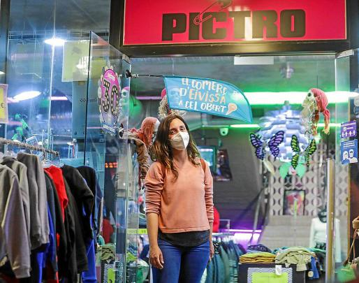 Anna Reixac, responsable de Pictro, una tienda archiconocida en Ibiza.