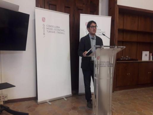 El conseller de Modelo Económico, Turismo y Trabajo, Iago Negueruela, en rueda de prensa.