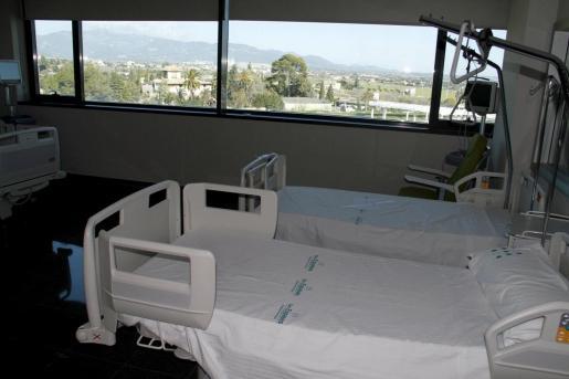 Los hospitales públicos tienen habitaciones compartidas.