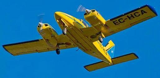 El bimotor Piper Seneca desapareció de la traza del radar en torno a las 18.45 horas del martes, cuando se encontraba a unas 40 millas náuticas del Aeroclub de Reus. Salvamento Marítimo y el Ejército del Aire peinó una amplia zona durante la jornada de ayer.