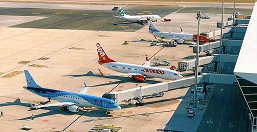 La COVID-19 ha provocado la cancelación de vuelos, pero las aerolíneas no han abonado los billetes vendidos previamente.