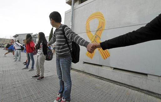 La defensa de la enseñanza en catalán motivó una fuerte contestación social contra el Govern que presidía José Ramón Bauzá. Arriba, una protesta de entonces.