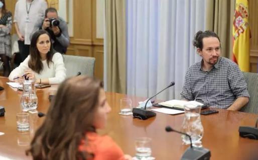 El vicepresidente segundo del Gobierno, Pablo Iglesias, y la secretaria de Estado para la Agenda 2030 y secretaria de Coordinación Ejecutiva de Podemos, Ione Belarra, durante su reunión con el sindicato de inquilinos. - Eduardo Parra - Europa Press
