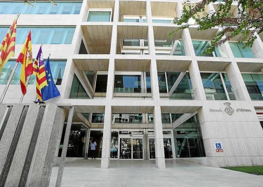 Imagen de archivo de la fachada del Consell d'Eivissa.
