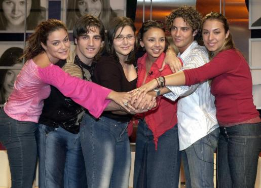 De izquierda a derecha, Geno, David Bustamante, Rosa López, Chenoa, David Bisbal y Gisela, durante su participación en Eurovisión.