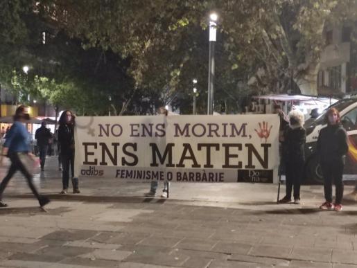 06/11/2020 Cartel contra la violencia machista en una concentración en Palma. SOCIEDAD ESPAÃ'A EUROPA ISLAS BALEARES AUTONOMÍAS