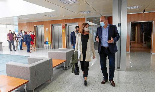 Francina Armengol y Vicent Marí, el pasado miércoles antes de reunirse con los alcaldes.