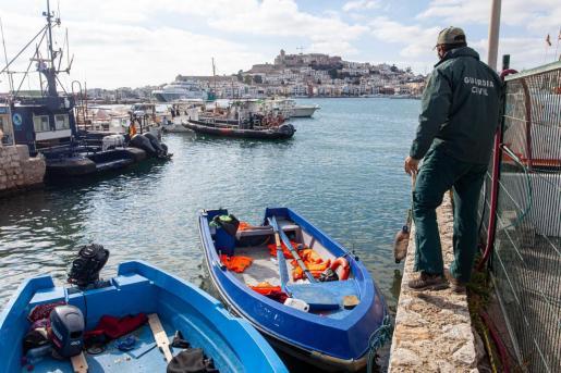 Imagen de pateras en el perto de Ibiza.