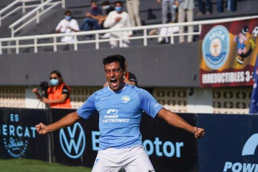 Davo celebrando un gol durante el encuentro.