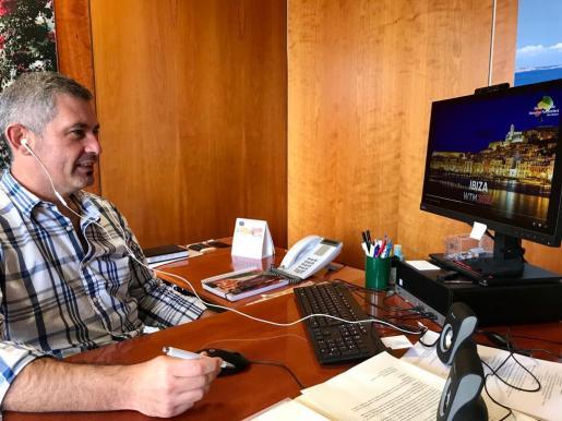El director insular de Turismo, Juan Miguel Costa, durante el primer día de la World Travel Market de Londres que este año se celebra de manera virtual.