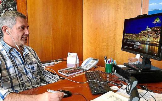 El director insular de Turismo, Juan Miguel Costa, ayer, interviniendo virtualmente en la WTM.