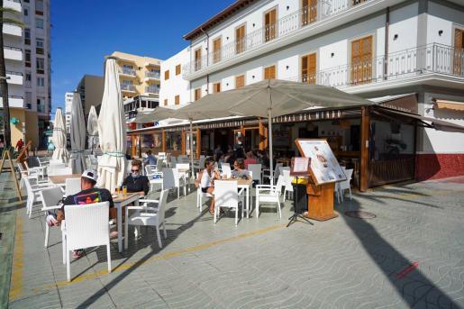 La terraza de un establecimiento de Sant Antoni.