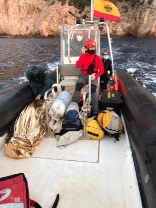 El joven fue estabilizado y evacuado por mar por el operativo de rescate.