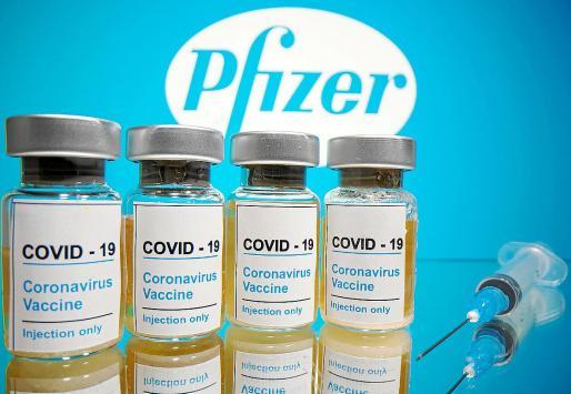 Pfizer, la empresa farmacéutica estadounidense, y BioNTech, la firma alemana de biotecnología dedicada al desarrollo y fabricación de inmunoterapias, anunciaron este lunes que los estudios de su vacuna contra la COVID-19 muestran una eficacia superior al 90 %.